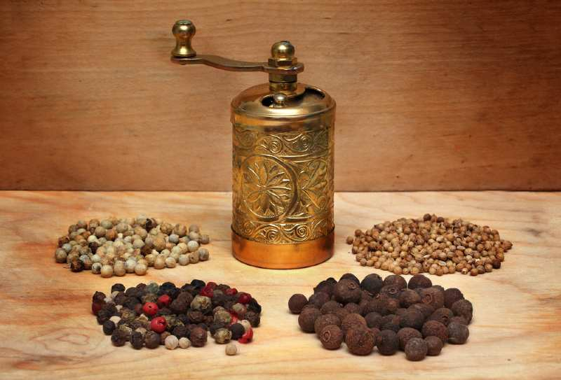 traditional spice mill with 4 differentflavourings